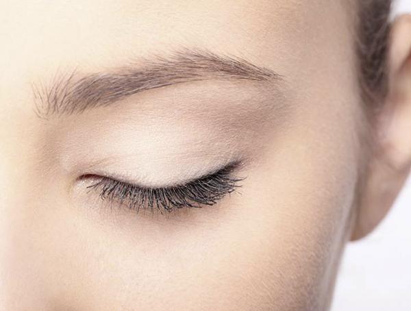 Usuwanie małych zmian powiekowych typu gradówka, brodawczaki, cysty, kępki żółte.